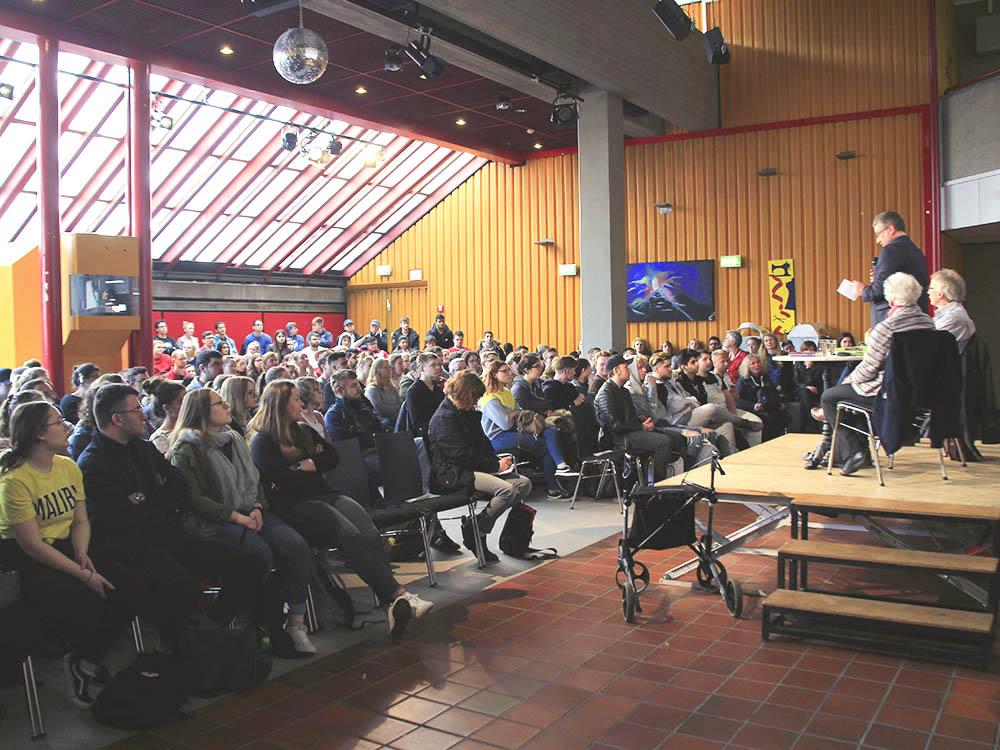 RWB Essen - Besuch der Zeitzeugin des Nationalsozialismus Ruth Weiss - Die Veranstaltung fand im Pädagogischem Zentrum des RWB statt und war sehr gut besucht.