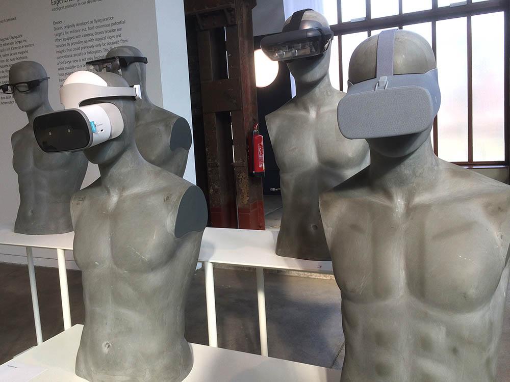 RWB Essen - Besuch des Red Dot Design Museums - Ausstellungsobjekte - Virtuelle Brillen