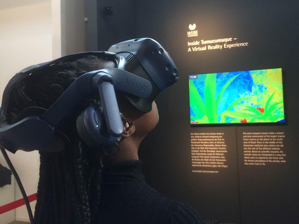 RWB Essen - Besuch des Red Dot Design Museums - Ausstellungsobjekte - Virtual Reality live zum Ausprobieren