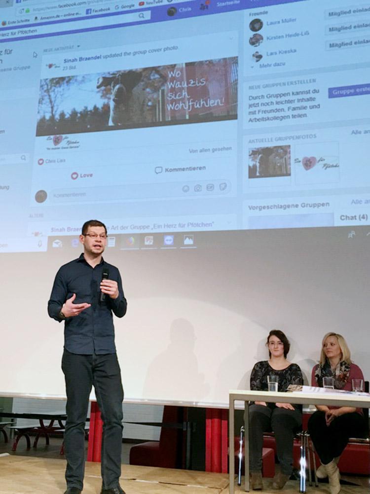 """RWB Essen - Präsentation der Abschlussprojekte der Fachschule Wirtschaft - Der Facebook-Auftritt für den """"mobilen Gassi-Service""""."""