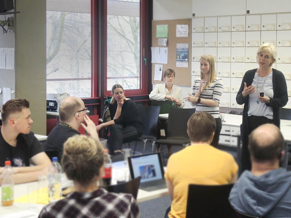 RWB Essen - Präsentation der PFH Göttingen - Frau von Majewski stellt das Studium am Fernstudienzentrum Ratingen vor.