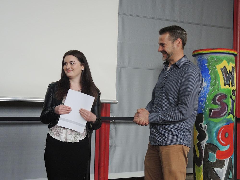 RWB Essen - Abschlussfeier der Abteilung Technik 2019 - Die Absolventinnen und Absolventen im Berufsfeld Medien und Druck  bekommen ihre Zeugnisse überreicht.