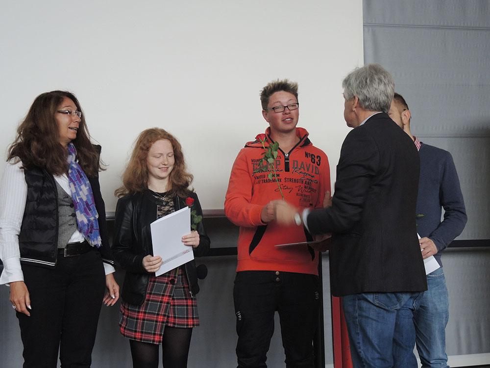 RWB Essen - Abschlussfeier der Abteilung Technik 2019 - Die Absolventinnen und Absolventen im Berufsfeld Agrar bekommen ihre Zeugnisse überreicht.