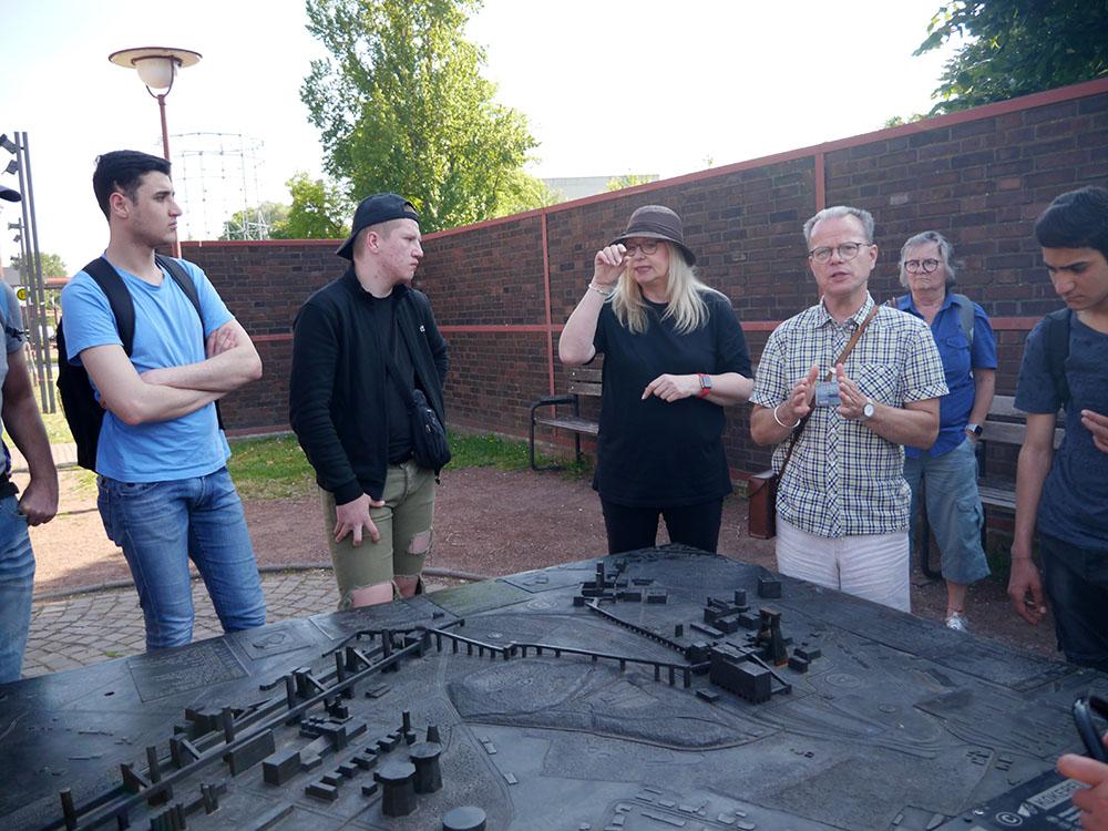 RWB Essen - Besuch der Zeche Zollverein - Die Führungen beginnen zunächst mit einem Überblick über das Gelände. Das Modell hilft bei der Orientierung.