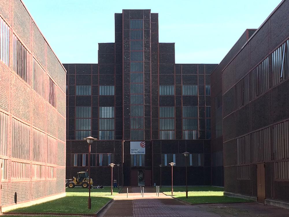 RWB Essen - Besuch der Zeche Zollverein - Die Architektur der Zeche Zollverein orientiert sich am Bauhausstil.