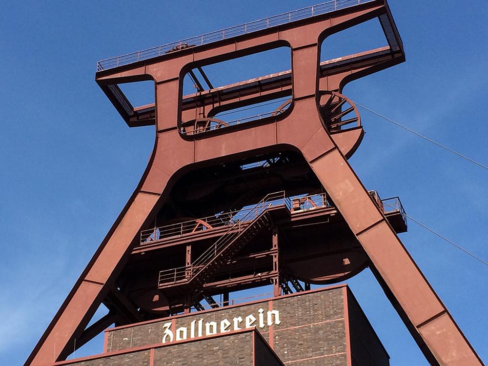 RWB Essen - Besuch der Zeche Zollverein - Der Förderturm der Zeche Zollverein