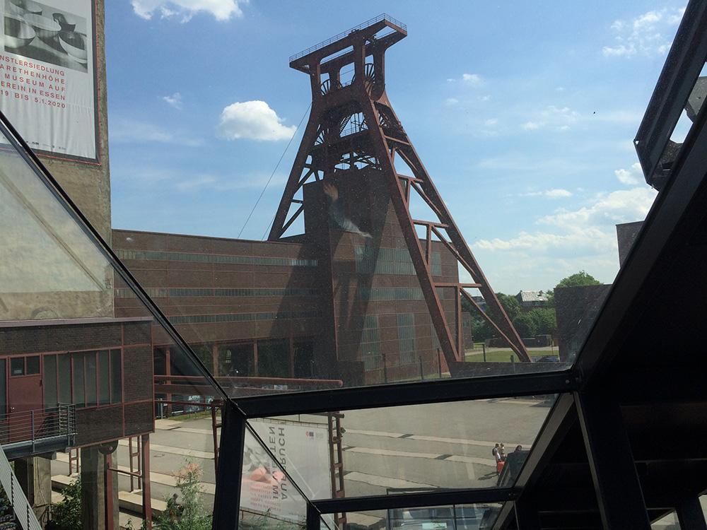 RWB Essen - Besuch der Zeche Zollverein -  Nach der Führung geht es mit der Rolltreppe zum Besucherzentrum und über sehr viele Stufen hinauf auf´s Dach.