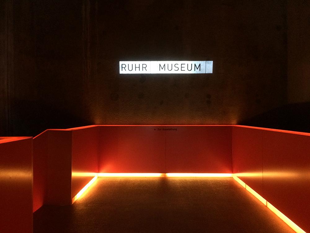 RWB Essen - Besuch der Zeche Zollverein -  Mittags beginnt der zweite Teil des Programms: Wem es draußen zu heiß ist, der erkundet das Ruhrmuseum, das unter der Erde ist.