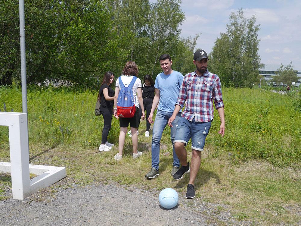 RWB Essen - Besuch der Zeche Zollverein -  Mittags beginnt der zweite Teil des Programms: Sportliche Betätigung beim Wandern, beim Parcour oder beim Soccergolf.