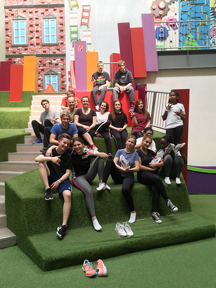 RWB Essen - Besuch der Neoliet Kletterhalle - Das Gruppenfoto aller Teilnehmenden