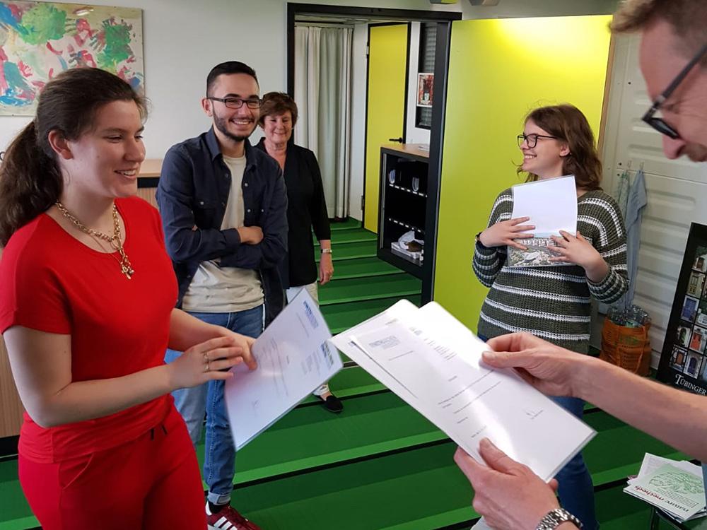 RWB Essen - Ein Tag im Labor des Uniklinikums Aachen - Vergabe der Teilnahmebescheinigungen durch Herrn Prof. Dr. Gründer