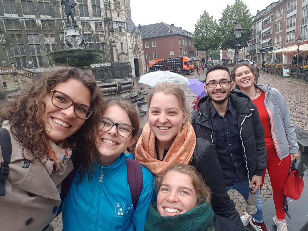 RWB Essen - Ein Tag im Labor des Uniklinikums Aachen - Gruppenbild vor dem Aachener Rathaus