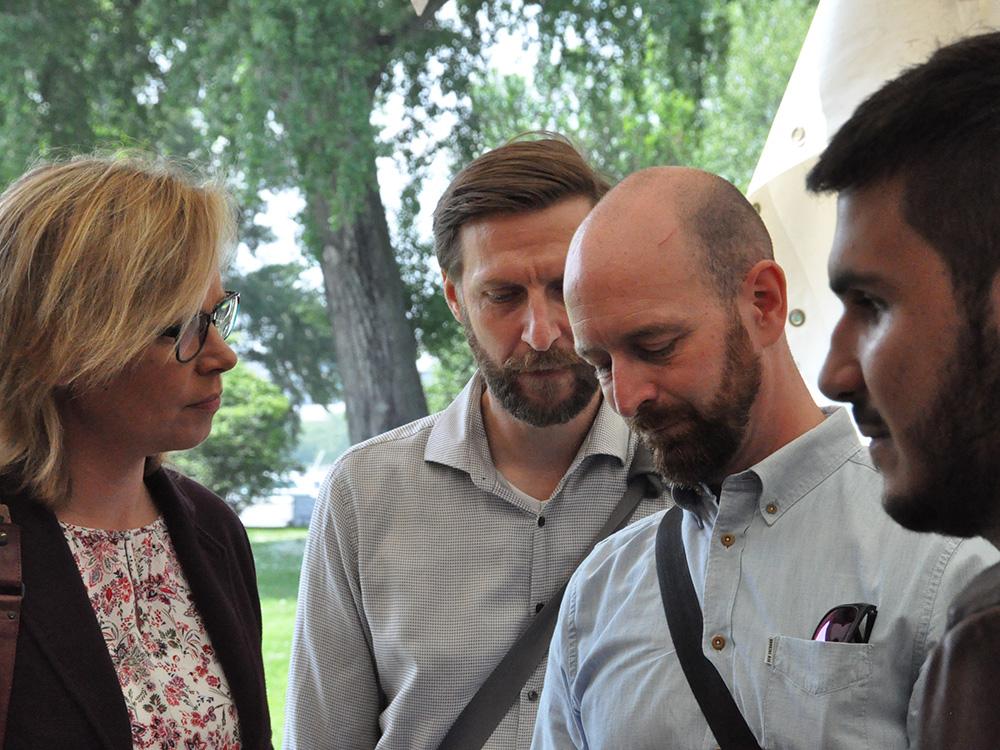 RWB Essen - Tag der Begegnung 2019 in Köln - Frau Dr. Alexandra Schwarz (LVR) mit Vertretern der Fa. Contagt (Blindenleitsystem per App)