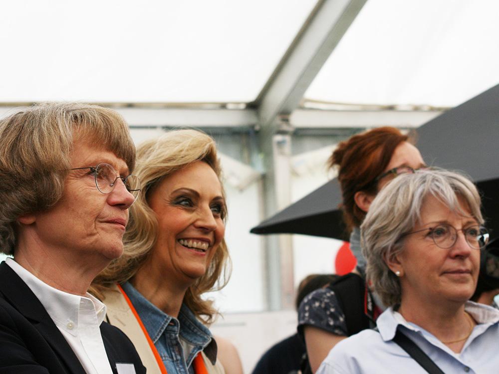 RWB Essen - Tag der Begegnung 2019 in Köln - Frau Heidemarie Kleinöder (Schulleiterin RWB, li.) mit LVR-Direktorin Ulrike Lubek (2. v. li.)