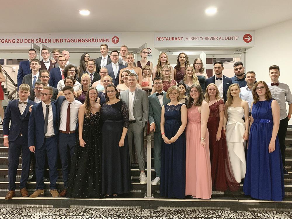 RWB Essen - Abiturball 2019 - Gruppenbild des Abiturjahrgangs 2019