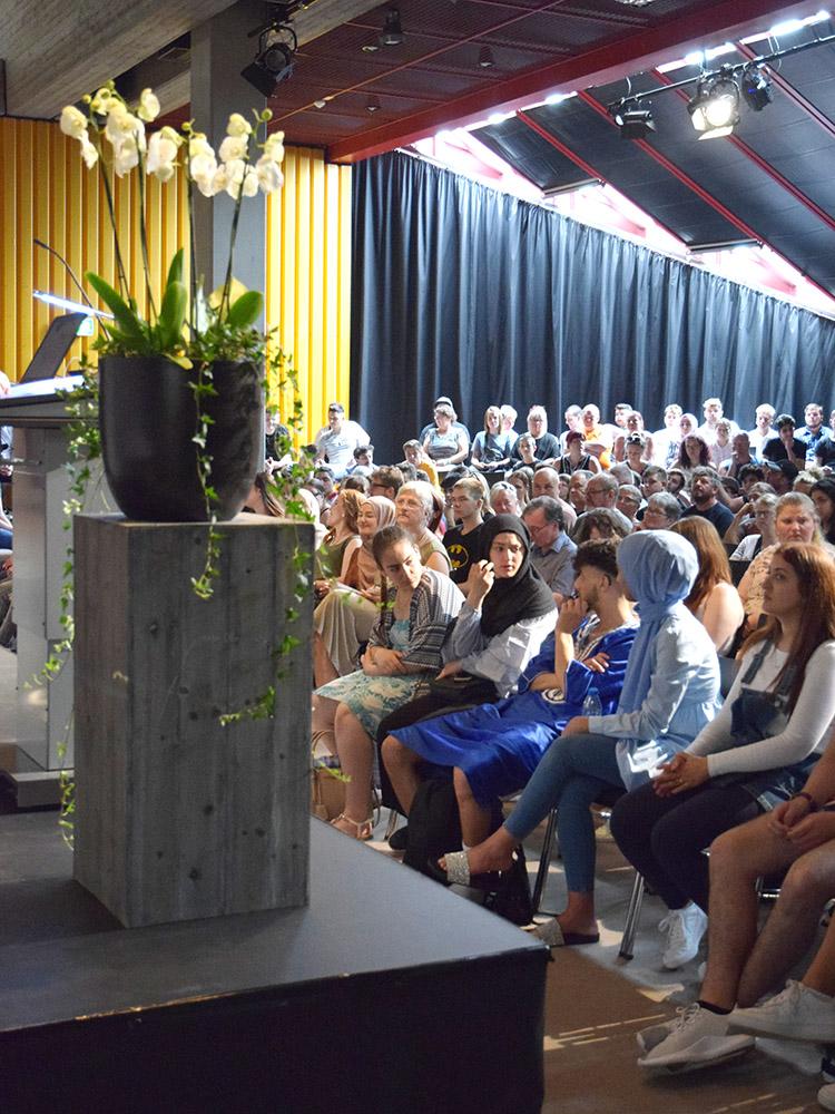 RWB Essen - Abschlussfeier der Berufsfachschule 2019 - Das Pädagogische Zentrum ist gut besucht.