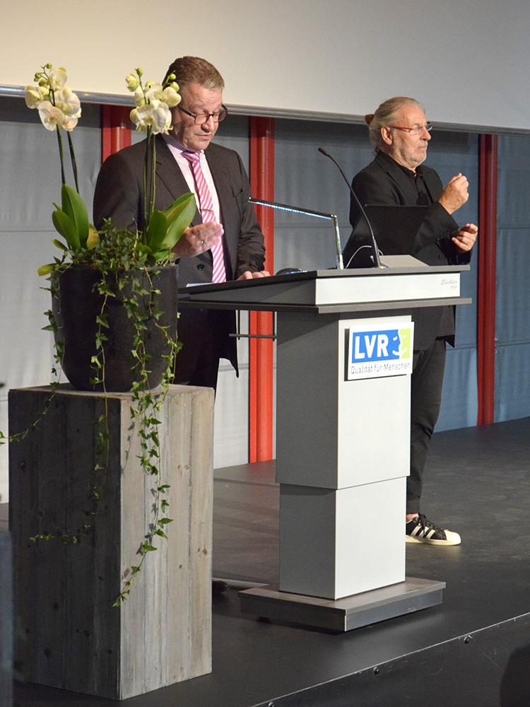 RWB Essen - Abschlussfeier der Berufsfachschule 2019 - Herr Görgen beglückwünscht alle Absolventinnen und Absolventen und dankt allen Unterstützerinnen und Unterstützern.