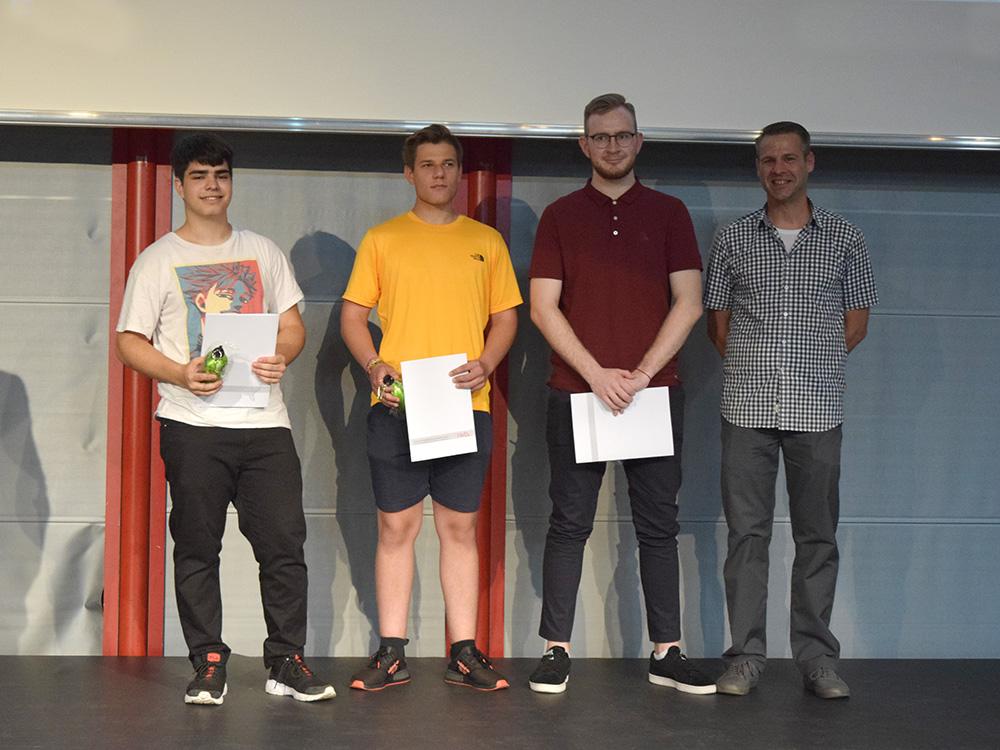 RWB Essen - Abschlussfeier der Berufsfachschule 2019 - Die Absolventen der 1B281 Medien/Druck mit ihrem Klassenlehrer Herrn Reinhardt