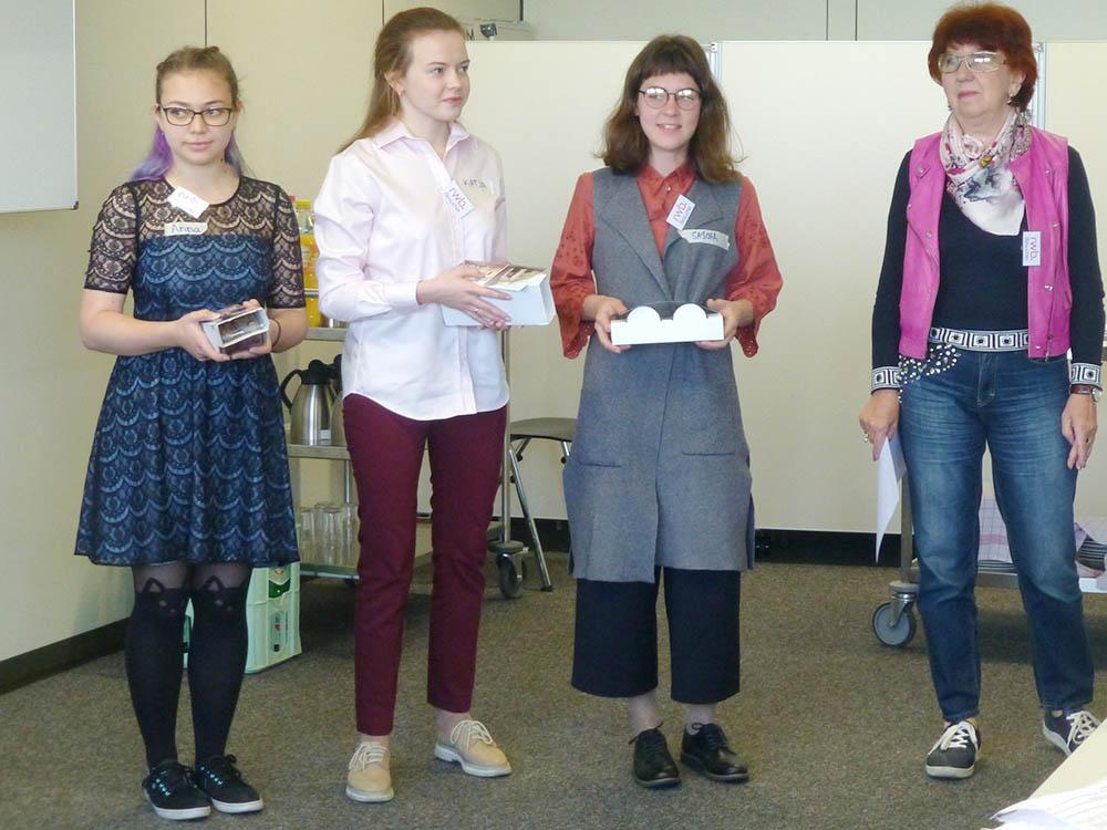 RWB Essen - Besuch aus Nischni Nowgorod-RWB Essen - Besuch aus Nischni Nowgorod - Die Dozentin Frau Averkina stellt ihre Studenten vor.