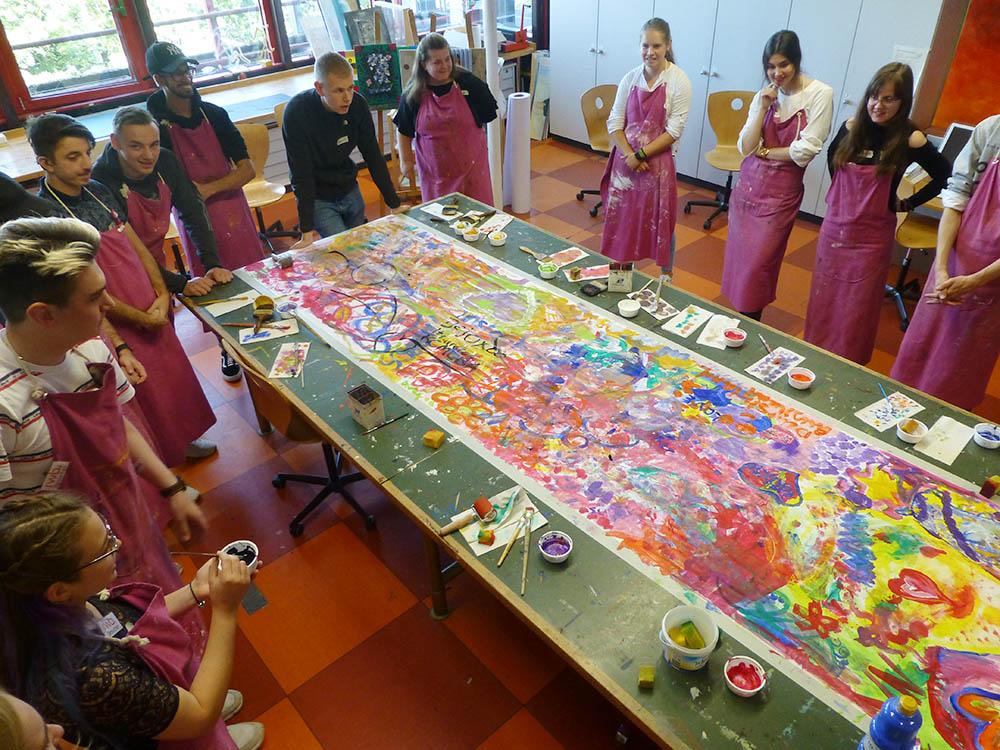 RWB Essen - Besuch aus Nischni Nowgorod - Die Gruppen arbeiten an einem gemeinsamen Kunstprojekt.