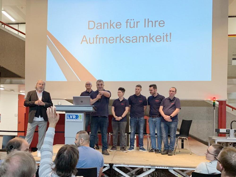 RWB Essen - Fachschule Automatisierungstechnik - Präsentation der Abschlussprojekte - Gruppe 1 - Das Publikum stellt zum Abschluss zahlreiche Fragen.