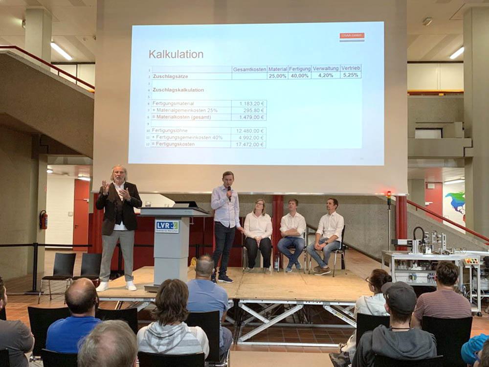 RWB Essen - Fachschule Automatisierungstechnik - Präsentation der Abschlussprojekte - Gruppe 2 - Die Gruppe stellt eine schlüssige Zuschlagskalkulation als Kostenrechnung vor.