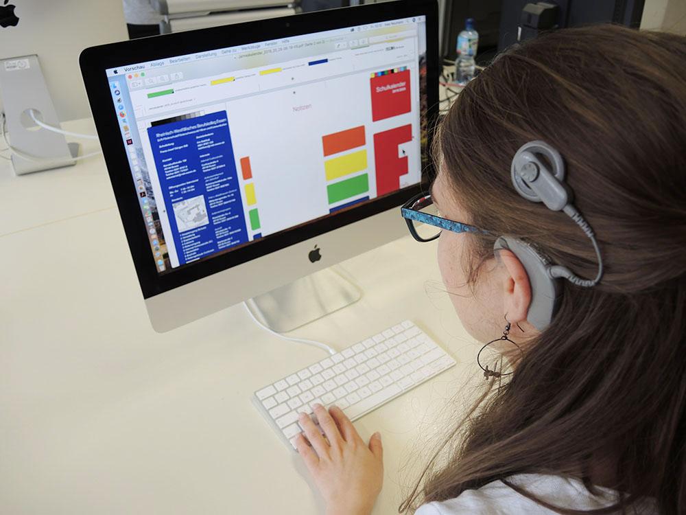 RWB Essen - Schulkalender 2019/20 - Der Schulkalender wird am Computer gestaltet.