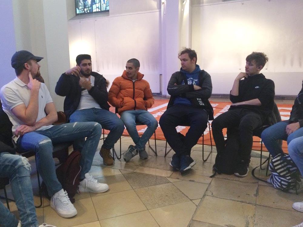 """RWB Essen - Exkursion zur """"Seebrücke-Aktion"""" in der Essener Marktkirche"""
