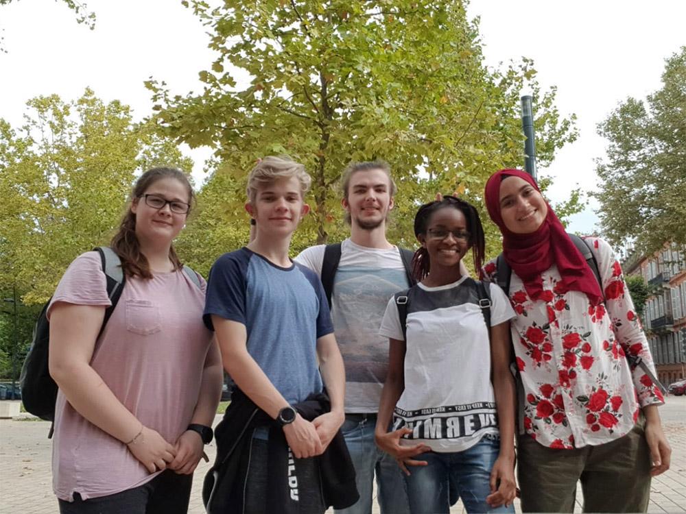 RWB Essen - Studienfahrt nach Toulouse 2019 - Tag 1 -  Gruppenfoto einiger Teilnehmerinnen und Teilnehmer
