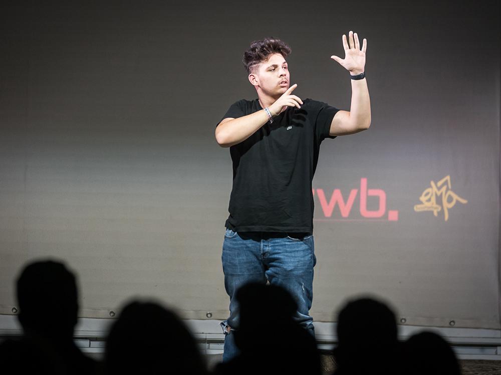 RWB Essen - Deaf Slam 6 - Adrian bei seinem Auftritt