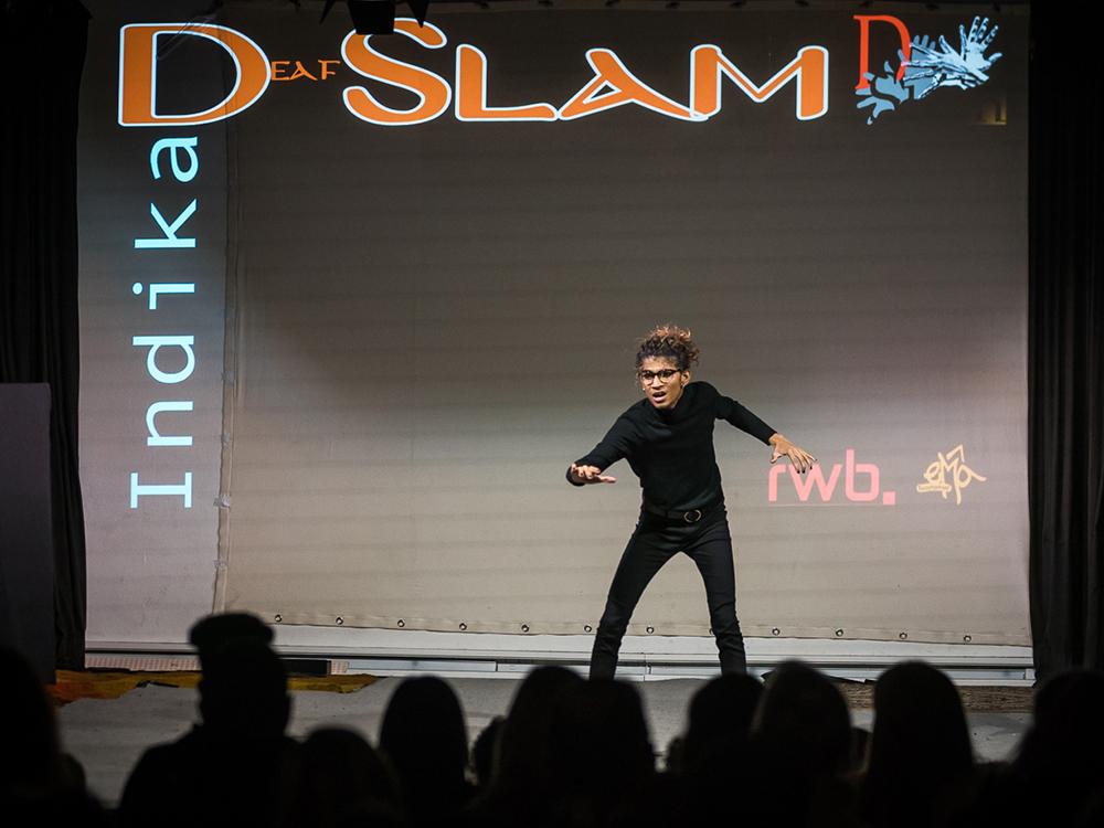 RWB Essen - Deaf Slam 6 - Indika bei ihrem Auftritt