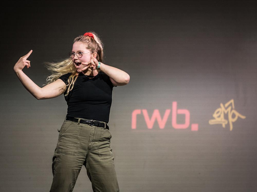 RWB Essen - Deaf Slam 6 - Johanna bei ihrem Auftritt
