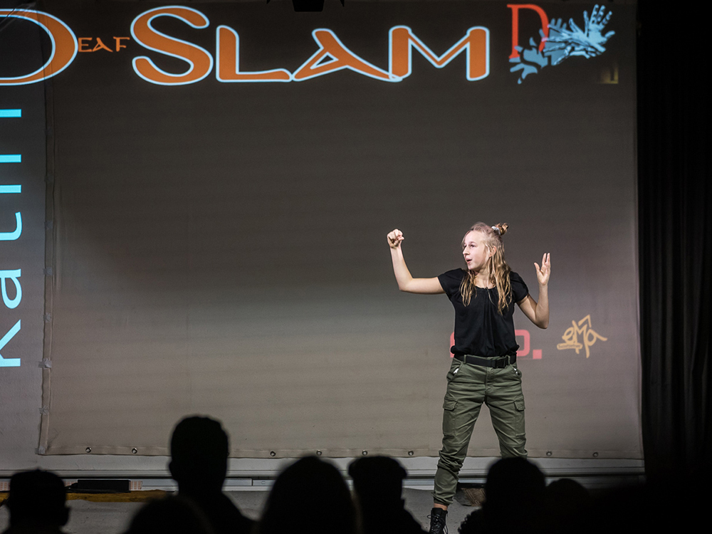 RWB Essen - Deaf Slam 6 - Kathi bei ihrem Auftritt