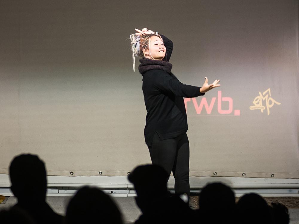 RWB Essen - Deaf Slam 6 - Nagima bei ihrem Auftritt