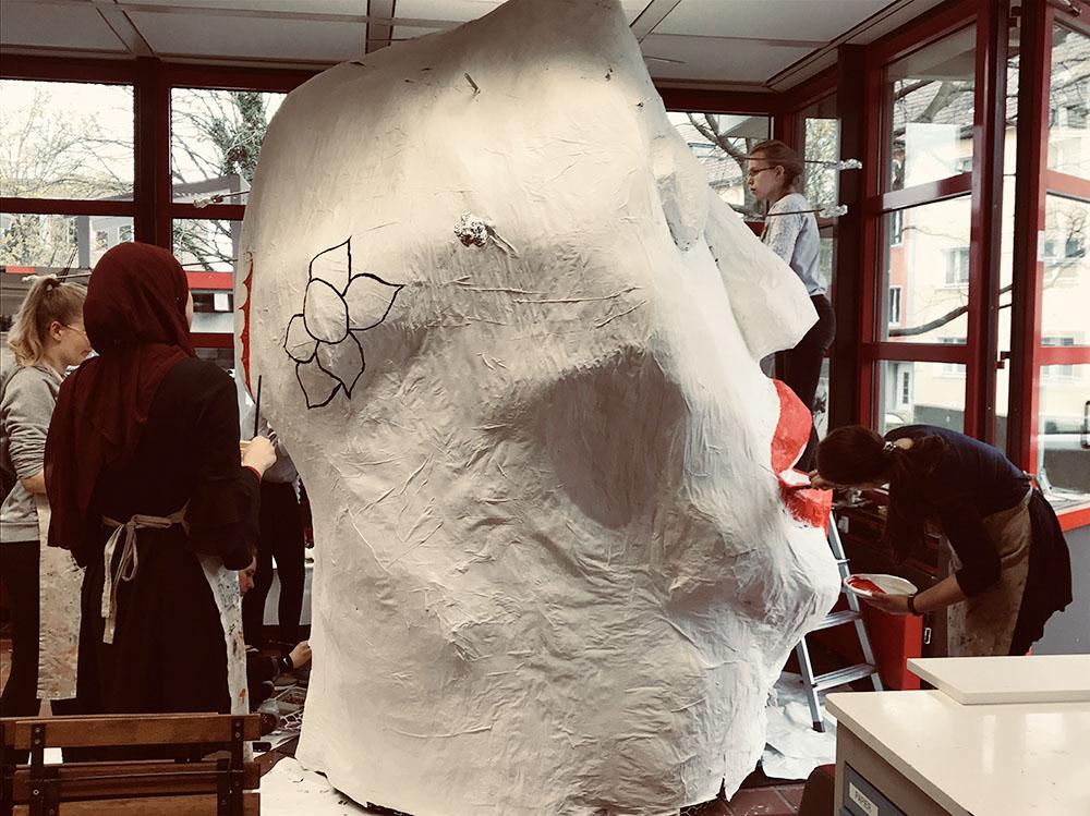 """RWB Essen - Kunstaktion """"Gedankenwelt"""" - Der Kopf wird gebaut und gestaltet."""