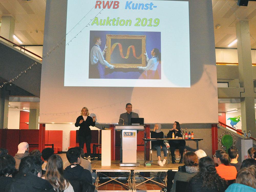 RWB Essen - Kunstauktion 2019 - Eröffnung durch den stellvertretenden Schulleiter