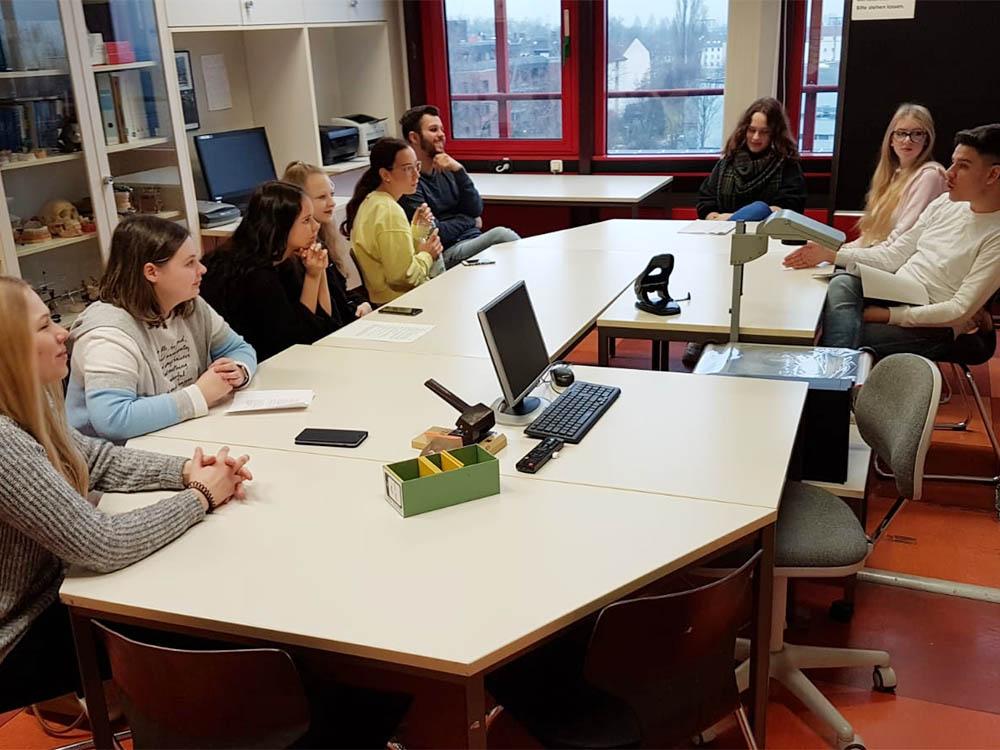 RWB Essen - Begegnung und Erfahrungsaustausch im Sozialwesen - Arbeit in Kleingruppen mit hörenden und hörgeschädigten Schülerinnen und Schülern