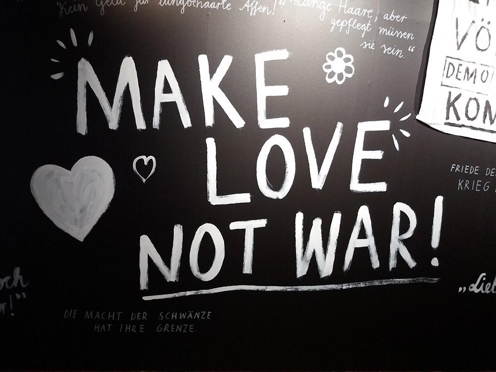 RWB Essen - Besuch des Textilmuseums in Ratingen - Ausstellung 60er Jahre Mode - Gesellschaftskritik, Proteste gegen den Vietnamkrieg