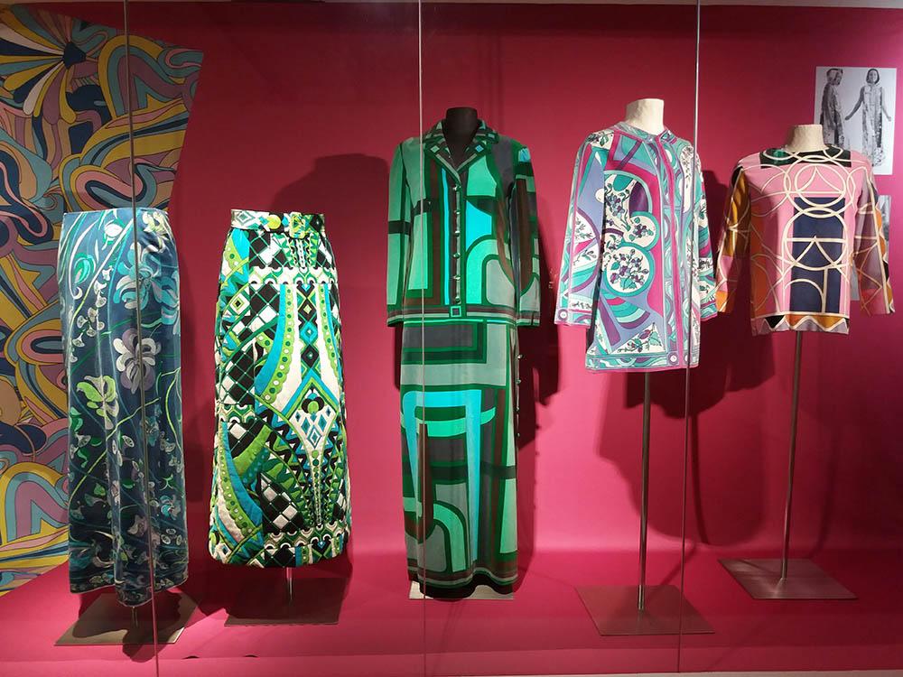 RWB Essen - Besuch des Textilmuseums in Ratingen - Ausstellung 60er Jahre Mode - Kleidung mit psychedelischen Mustern, inspiriert durch Drogenkonsum
