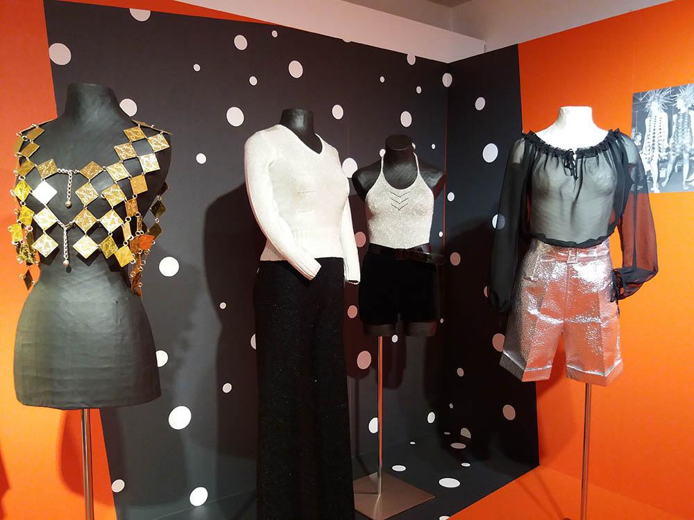 """RWB Essen - Besuch des Textilmuseums in Ratingen - Ausstellung 60er Jahre Mode - Kleider im """"Weltraum-Look"""""""