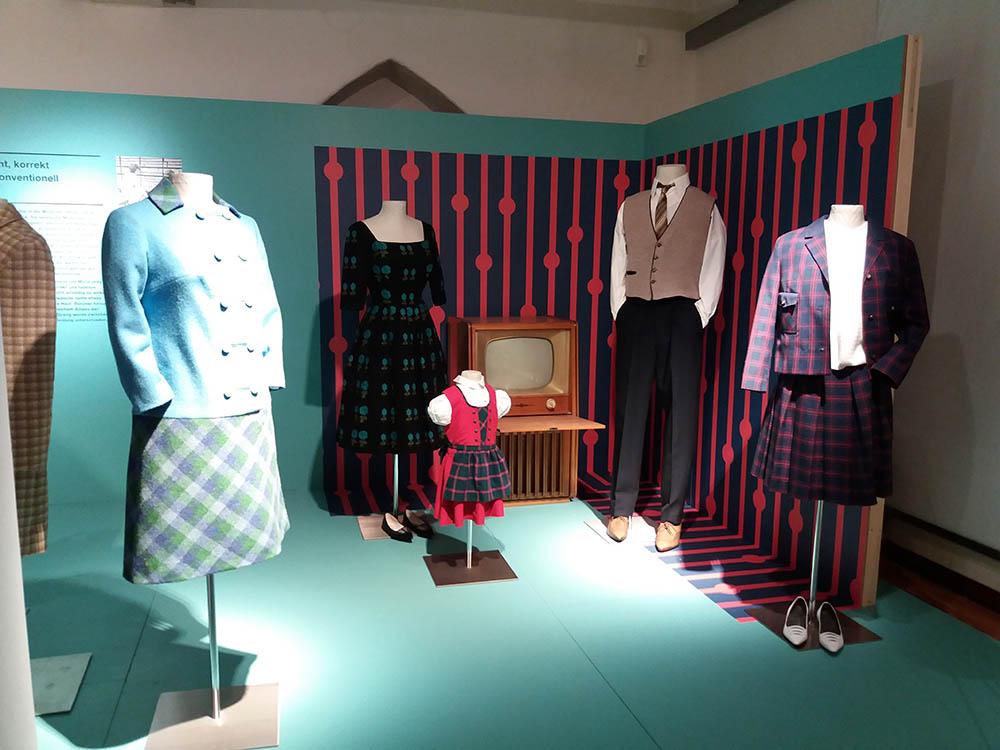 RWB Essen - Besuch des Textilmuseums in Ratingen - Ausstellung 60er Jahre Mode - Bürgerliche Kleidung