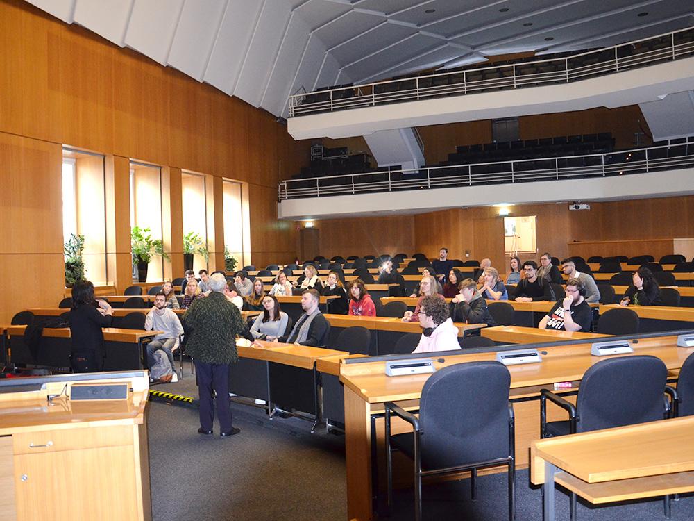 RWB Essen - Ein Tag in Düsseldorf - Besuch des Raumes für die Ratssitzungen der Stadt Düsseldorf