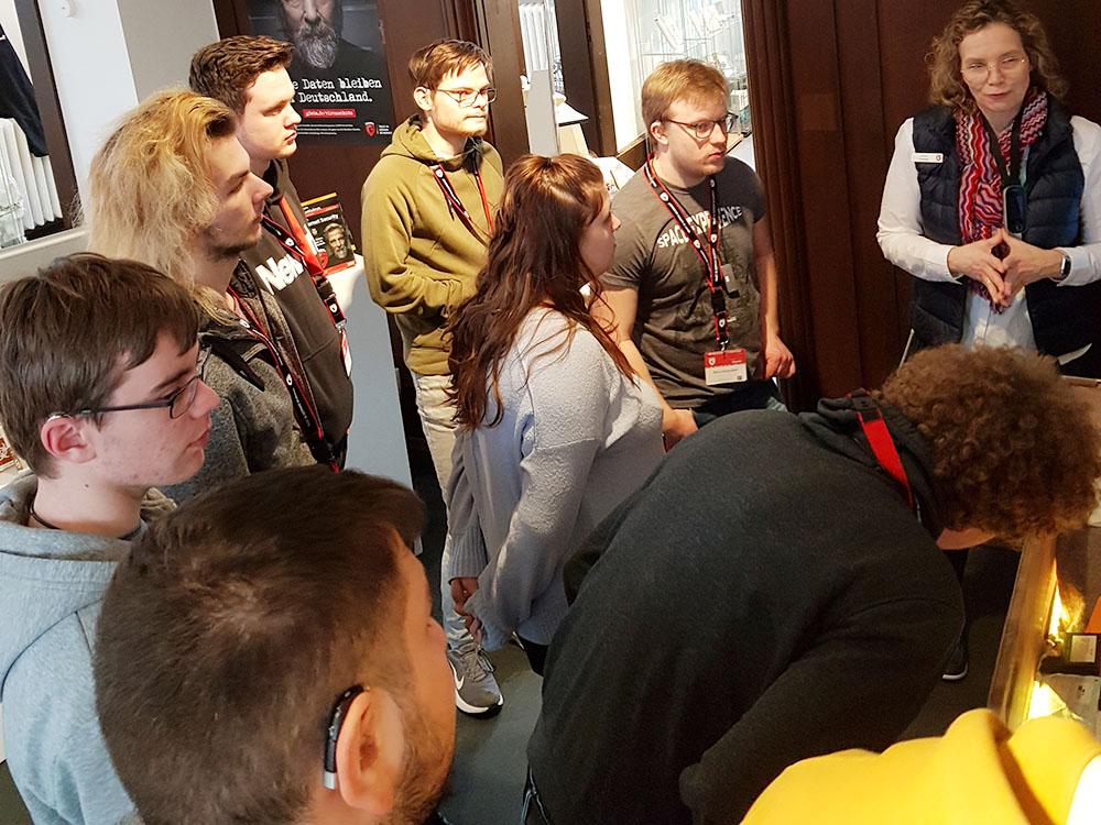 RWB Essen - Exkursion zu G Data - Führung mit Frau Lüning durch das Museum der Firma G Data
