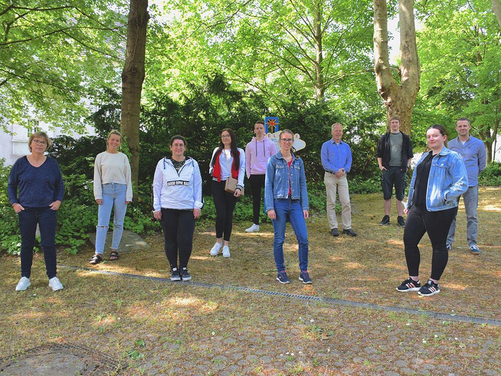 RWB Essen - Verabschiedung der Auszubildenden im Bereich Medien/Druck 2020 - Die Auszubildenden mit den Klassenlehrern