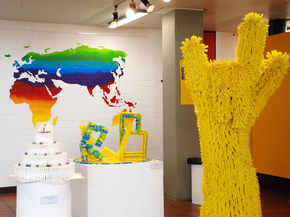 RWB Essen - Ausstellung im Foyer - Die Wäscheklammer als Kunstobjekt