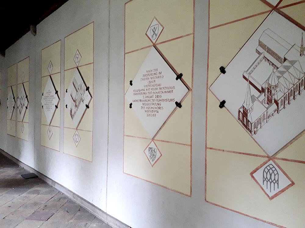 RWB Essen - Besuch des Essener Doms - Informationstafeln zur Baugeschichte des Essener Doms