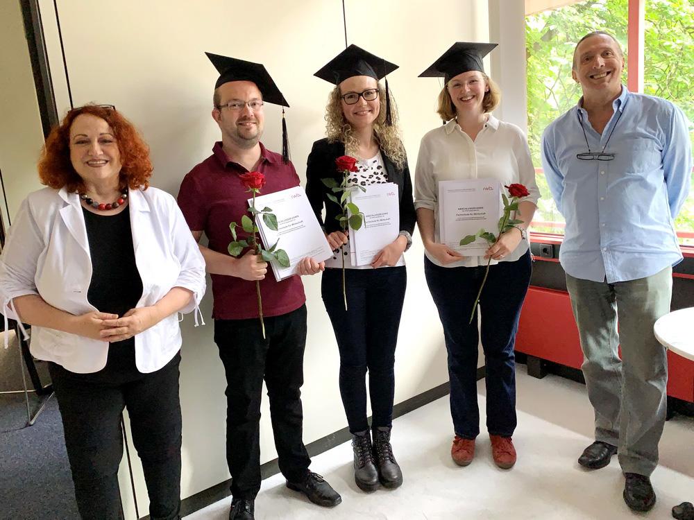 RWB Essen - Bachelor Professional in Wirtschaft -  Abschlussfeier 2021 - Frau Fischer und Herr Korff sind die ersten Gratulanten.