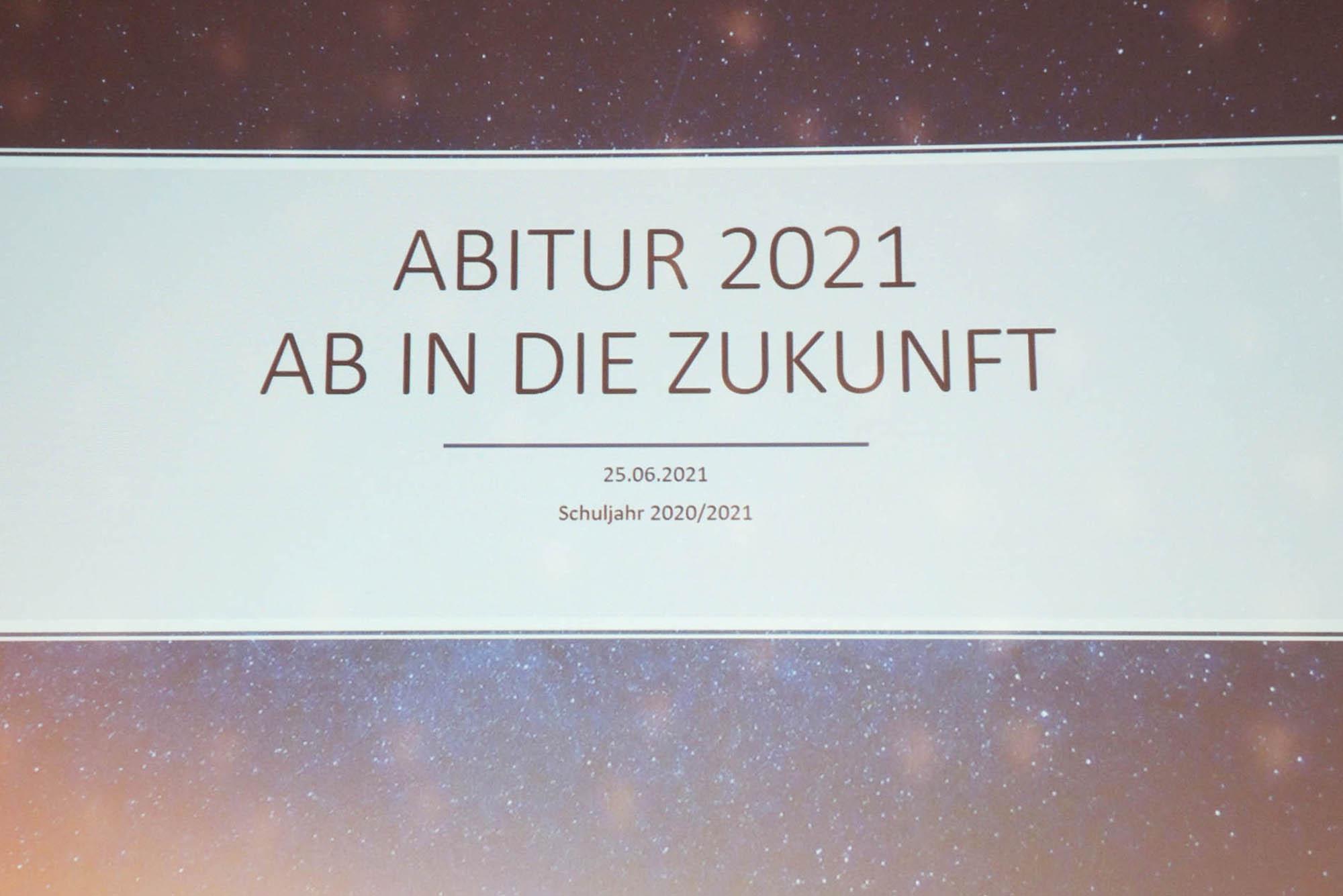 """RWB Essen - Abiturfeier und Fachabiturfeier im Juni 2021 - Motto """"Ab in die Zukunft"""" für der diesjährigen Abschlussklassen"""
