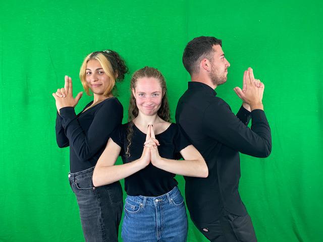 """RWB Essen - Proben und Aufnahmen für das Theater-Film-Projekt am RWB - Die Schülerinnen und Schüler interpretieren das Theaterstück """"Endspiel"""" von Samuel Beckett"""" in Gebärdensprache."""